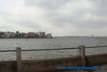 Lake view house with large yard for lease in Xuan Dieu street, Tay Ho, Hanoi