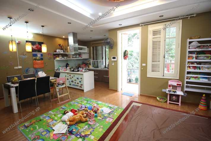 A beautiful house with automobile garage for rent in Ba Dinh, Ha Noi