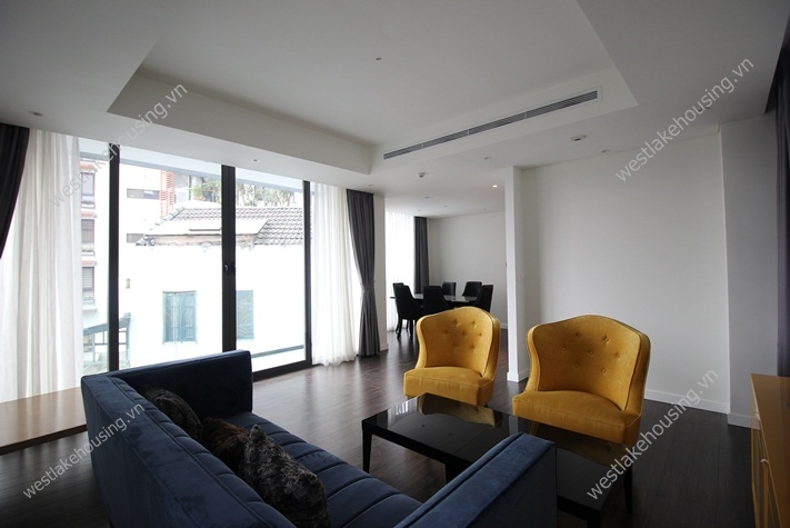 Modern apartment with 3 bedrooms for rent on Xuan Dieu, Tay Ho