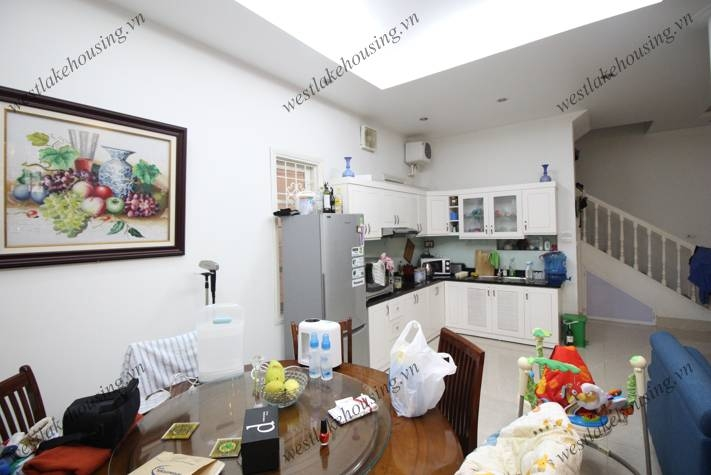 4bedrooms house for rent in Tay Ho area, Price 1150$.