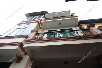Unfurnished house for rent in Au Co street, Tay Ho district, Ha Noi