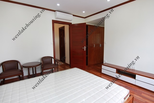Good quality apartment with 02 bedrooms for rent in Truc Bach area, Ba Dinh District