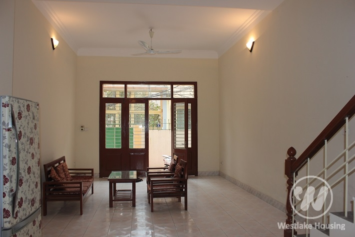 Small house for rent in Xuan Dieu street, Tay Ho, Hanoi