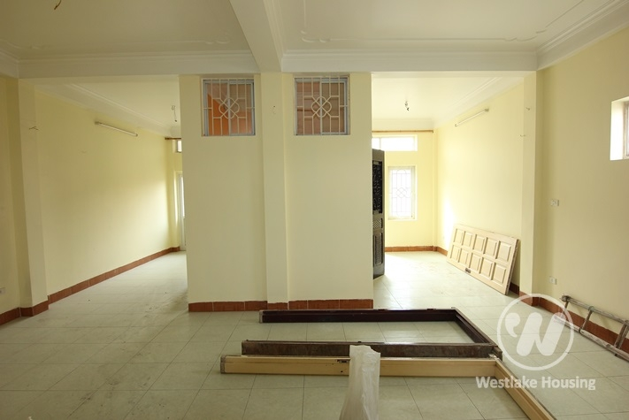 3 floors office for rent in Tayho area.