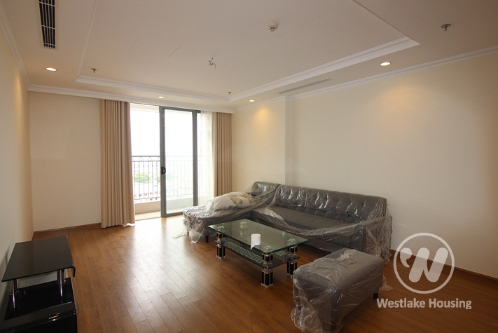 Four bedrooms apartment for rent in Vinhome Nguyen Chi Thanh, Dong Da district, Ha Noi