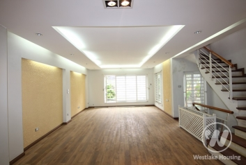 Unfurnished 05 bedrooms-Good house for rent in lac Long Quan st, Tay Ho district