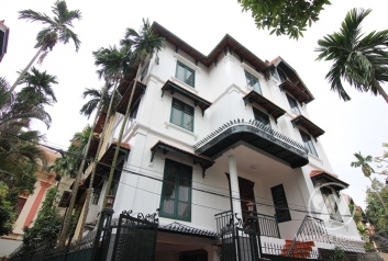 Unfurnished, bright and spacious villa to rent in Tay Ho