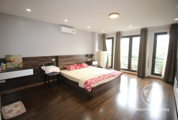 Spacious, good natural light studio for rent in Doi Can alley, Ba Dinh, Hanoi