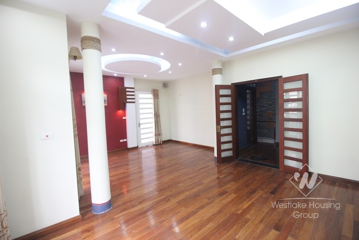 Big and nice 04 bedrooms house for rent in Ba Dinh district