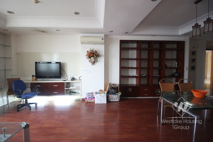 Ciputra good priced high floored apartment for rent in E Tower