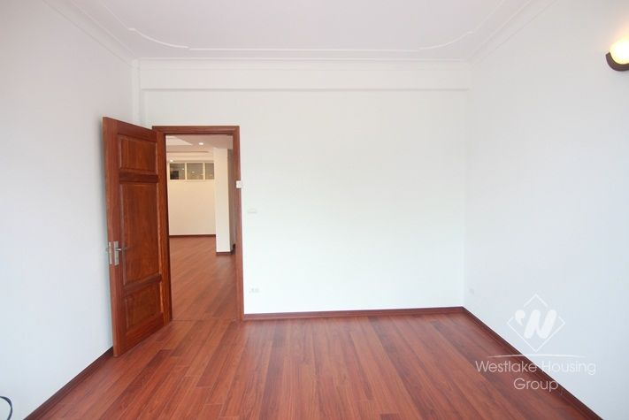Three bedrooms house/apartment with lake view in Tay Ho, Ha Noi