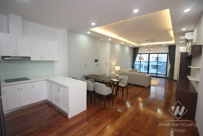 3 bedrooms apartment for rent in Trang An