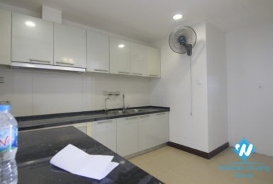 A nice unfurnitured apartment with big balcony for rent on Royal City