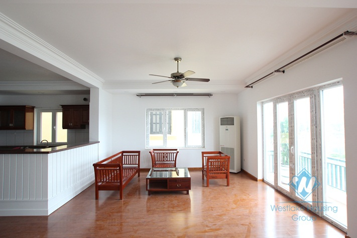 Nice and lake view serviced apartment  for rent in Quang An Street, Tay Ho District, Ha Noi