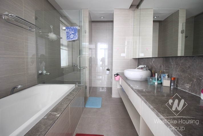 Beautiful apartment with 02 bedrooms for rent in Dolphin Plaza - My Dinh area