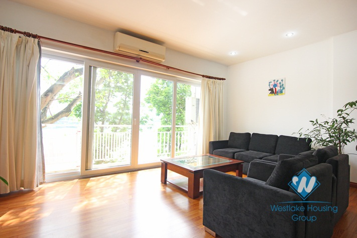 Lake view apartment for rent on Tran Vu, Truc Bach, Ba Dinh