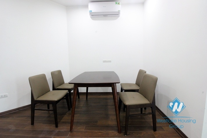 Nice 02 bedrooms for rent in Dong Da district, Lake view