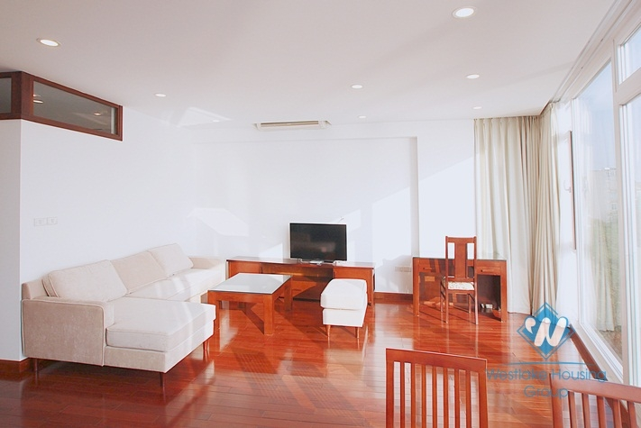 Nice and lake view apartment for rent in Truc Bach area, Ba Dinh, Ha Noi