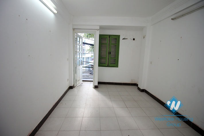 Office for rent in Lac Long Quan, Tay Ho, Ha noi
