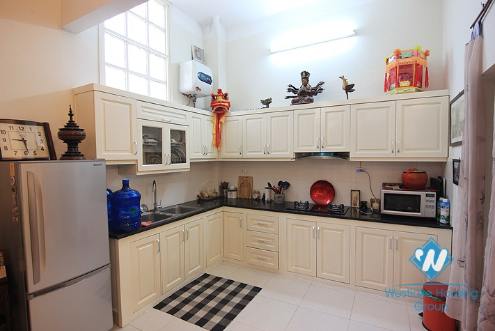 02 bedrooms house with courty yard for rent in Tay Ho area