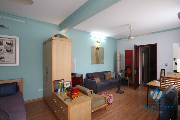 Big studio for rent in Truc Bach area, Ba Dinh, Ha Noi