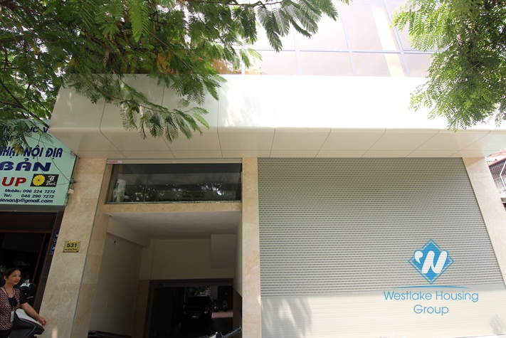 Huge office for rent in Lac Long Quan street, Tay Ho district, Ha Noi