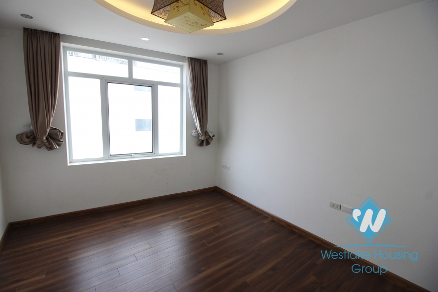 A beautiful apartment with 3 bedrooms for rent in Xuan Dieu, Tay Ho, Ha Noi