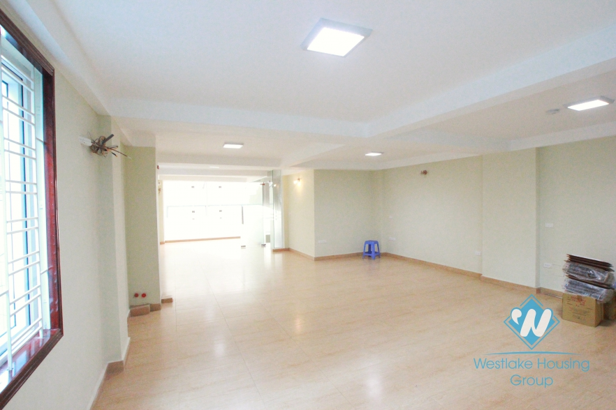 Spacious office for rent in Yen Phu Street, Hanoi