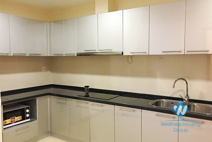 Nice apartment with 02 bedrooms for rent in R1 Royal, Thanh Xuan district