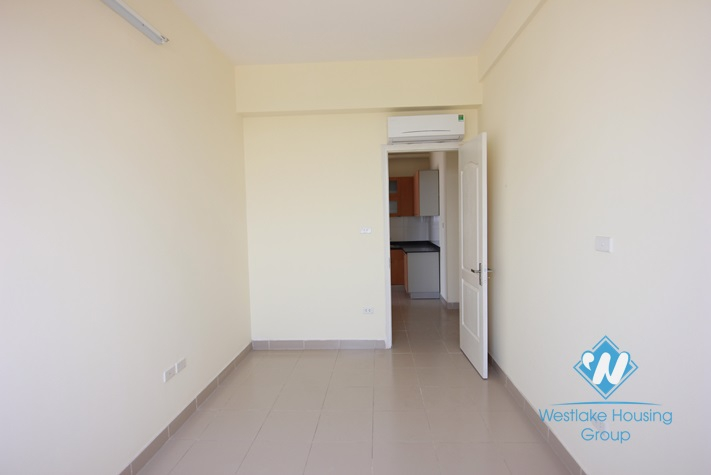 Unfurnished apartment for rent in Lac Long Quan-Tay Ho-Ha Noi