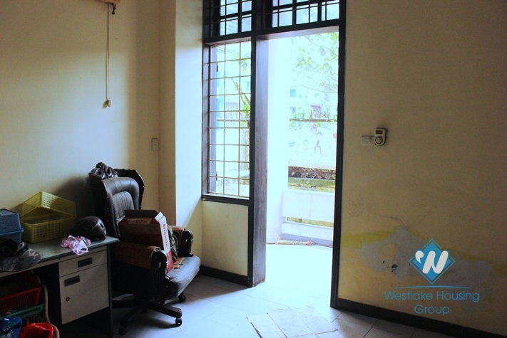 Unfurnish and large house for rent in Au co st, Tay Ho, Ha Noi
