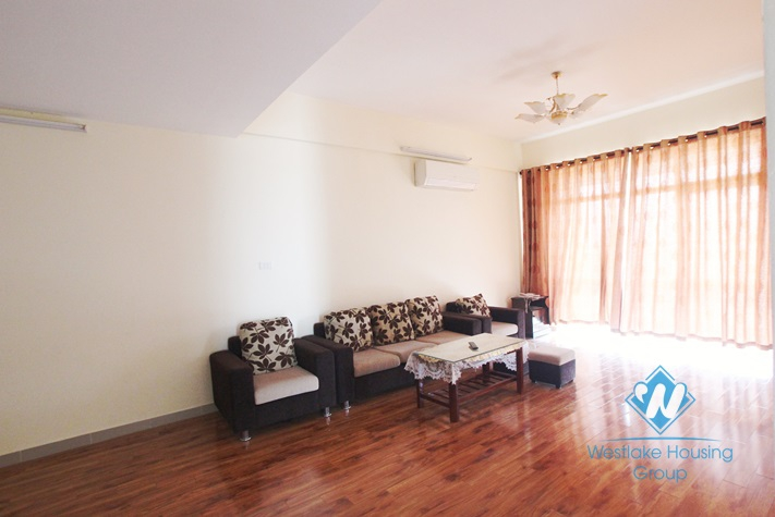 03 bedrooms apartment for rent in Lac Long Quan Street, Tay Ho, Ha Noi