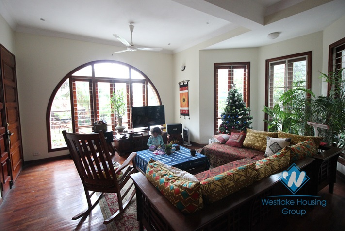 Splendid western style villa with nice yard and beautiful garden near Red River for rent