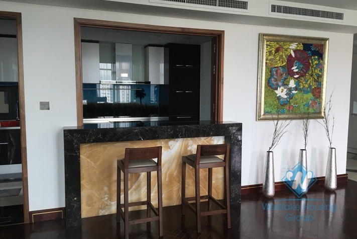 04 bedrooms apartment for rent in Hoang Thanh Tower, Hanoi.