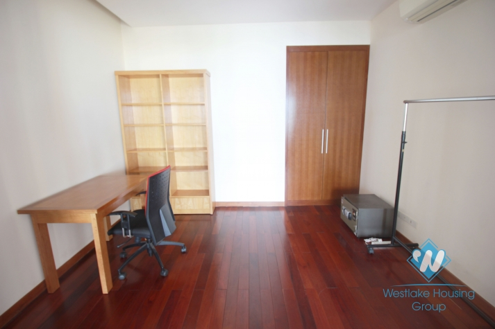 Luxurious apartment with stunning lake view for rent on Xuan Dieu street, Westlake, Tay ho, Hanoi
