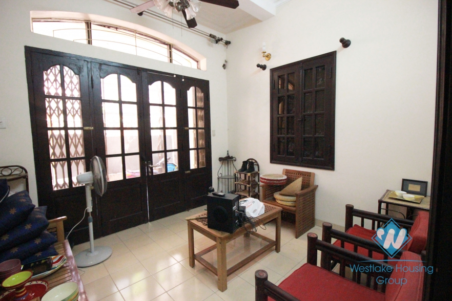 Cheap house with 03 bedrooms for rent in Xuan Dieu St, Tay Ho, Hanoi