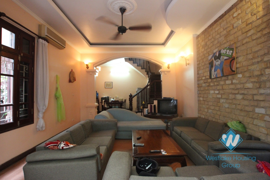 House with 5 bedrooms for rent in Xuan Dieu area, Tay Ho, Ha Noi