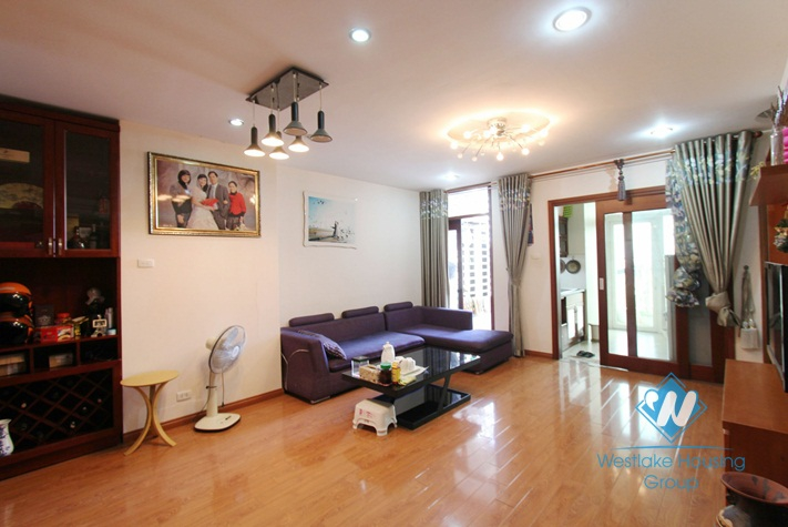 A cozy 2 bedroom apartment for rent on De La Thanh, Dong Da