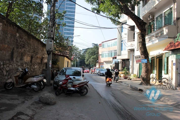 House with 4 floor for rent in truc Bach Area, Ba Dinh, Ha Noi
