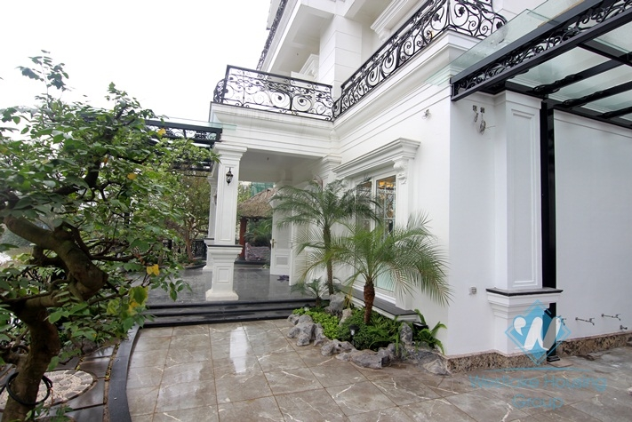 Luxurious villa for rent in Vinhomes riverside Long Bien
