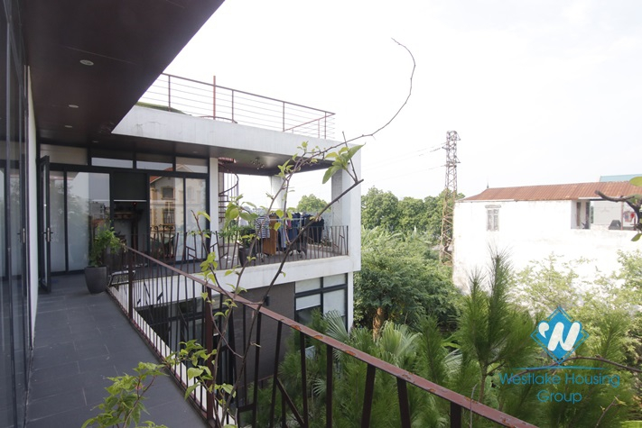 Beautiful house with garden for rent in Long Bien area