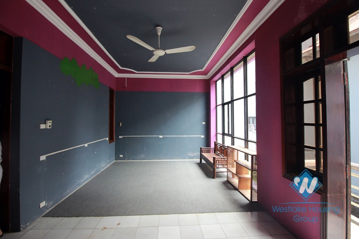 Bright house with courtyard for rent in Nghi Tam Village, Tay Ho, Ha Noi