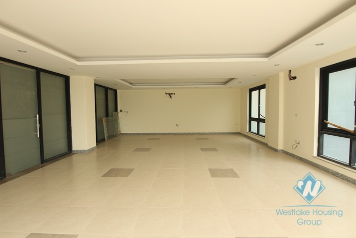 Nice office with nature light for rent in Tay Ho district