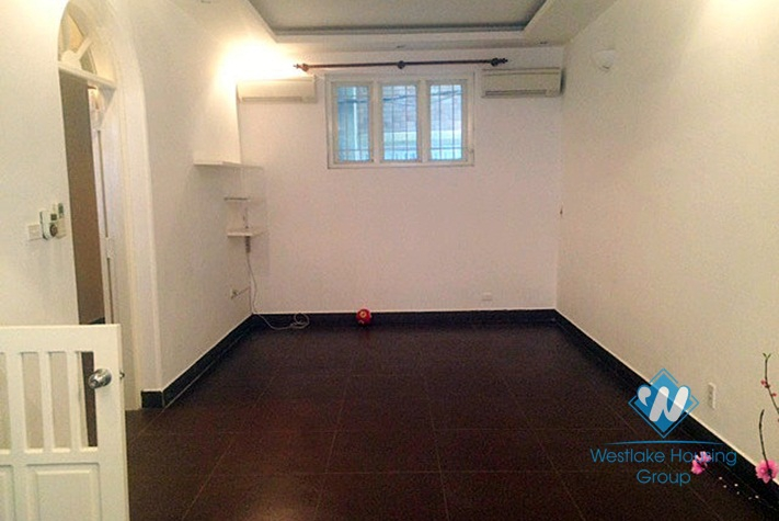 Unfurnished house for rent in Xuan Dieu street, Hanoi