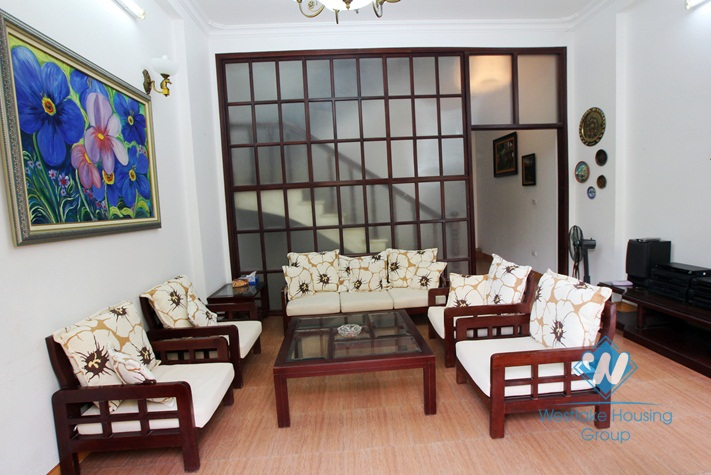 Cheap house for rent in Nghi Tam area, Tay Ho, Ha Noi