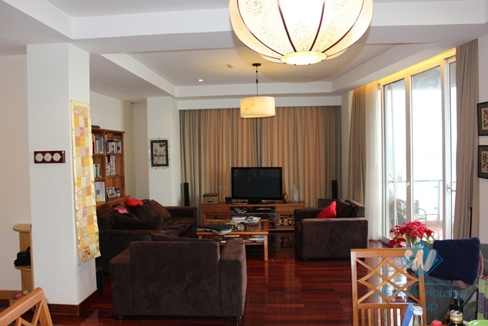 Big and luxury apartment for rent in Tay Ho area, Ha noi