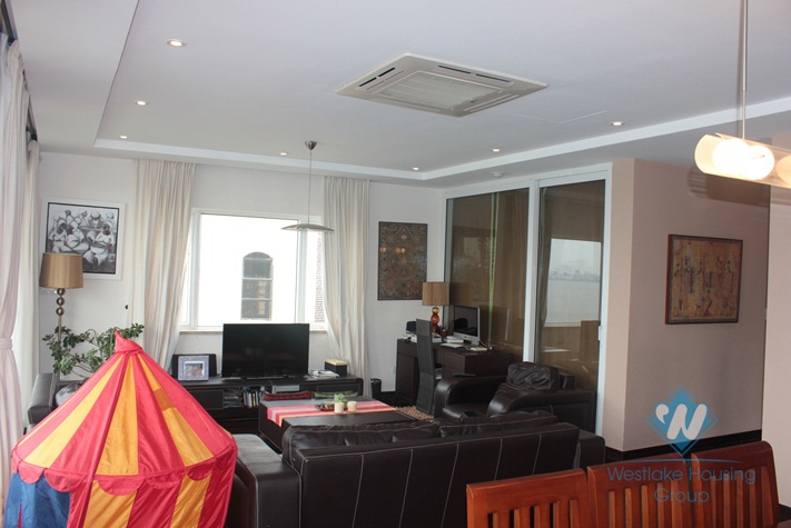 High quality apartment with lake view for lease in Xuan Dieu street, Tay Ho, hanoi