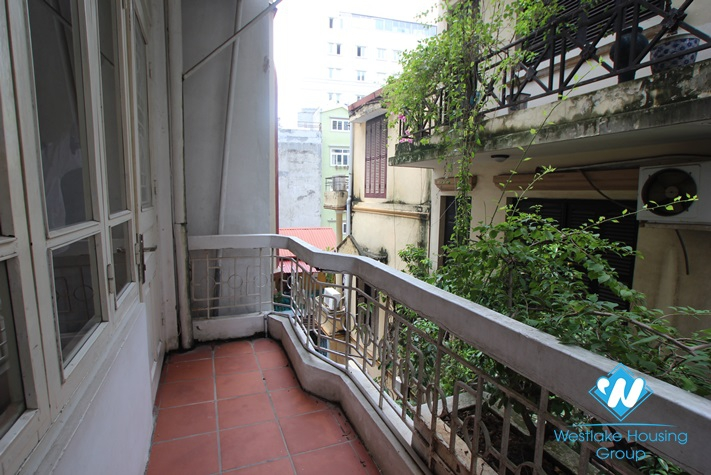 Nice apartment with 01bedroom for lease on Trang An street, Hoan Kiem district, Hanoi