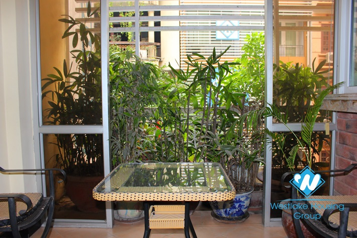 Cosy apartment for rent in Ba Dinh district, Hanoi with 2 bedrooms and balcony. Price for rent 750 USD/month