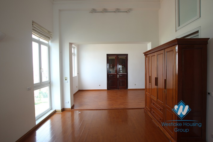 Spacious 3 bedroom apartment available for rent on Xuan Dieu street, Tay Ho, Hanoi.